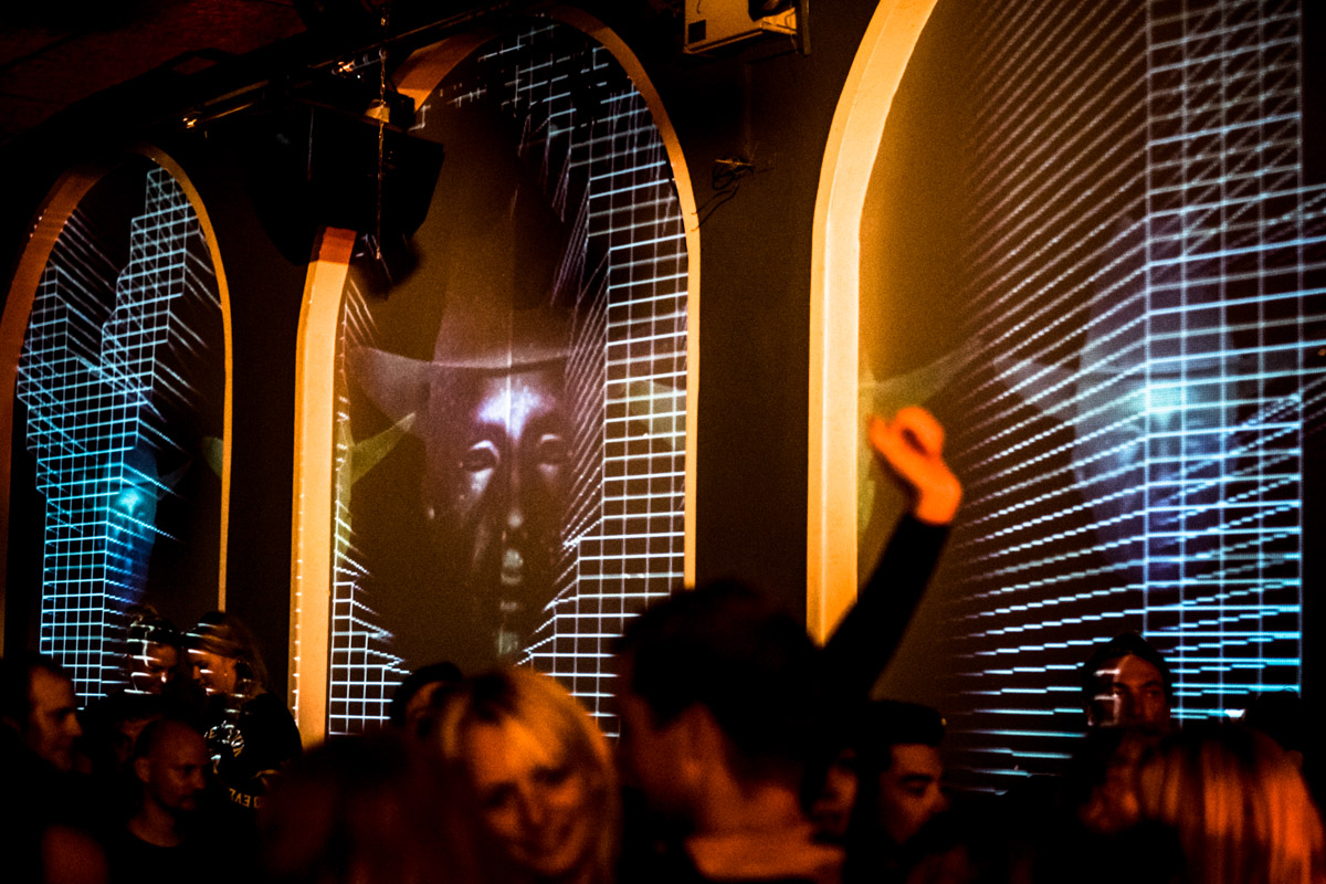 Crowd loves it, the tripping the light fantastic projections of Mad ES lights up Club GLOBAL