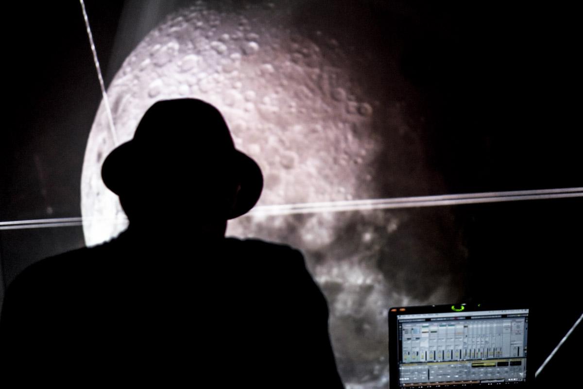 Finally, Rumpistol landed us on the moon!